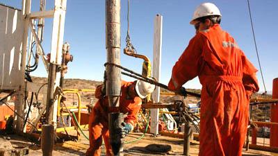 catriel petroleo perforacion en yacimiento entre lomas operarios
