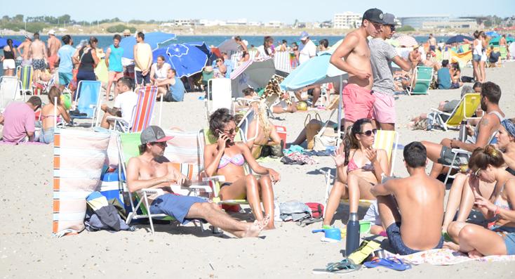 La playa se vive a pleno en Madryn