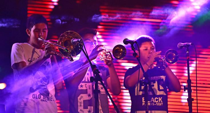 La Banda Al Rojo Vivo en el escenario mayor de Brown y Lugones