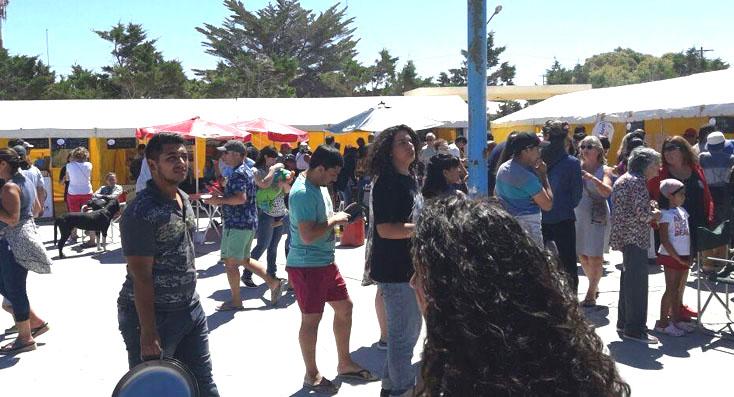Con buen clima la gente acompañó la Fiesta del Langostino